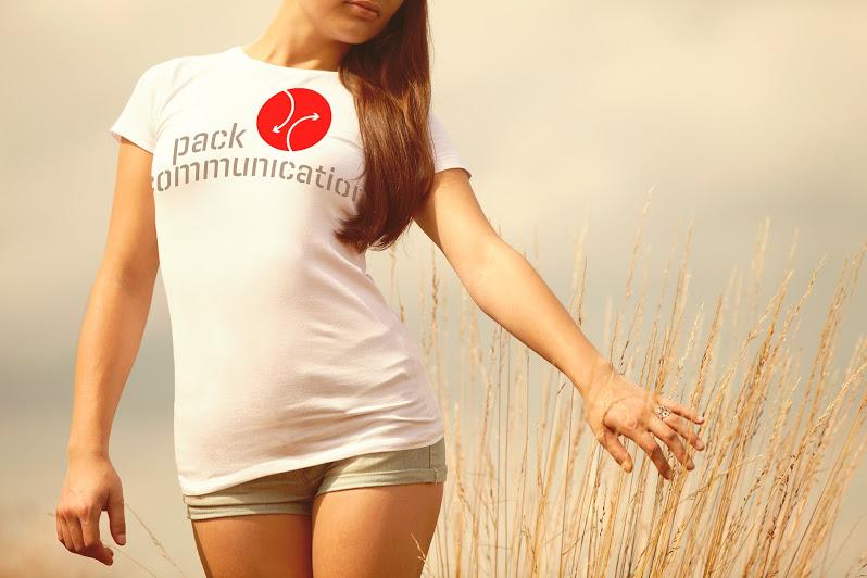 thiết kế trình bày ấn tượng t-shirt trắng thiện cảm nhãn hiệu